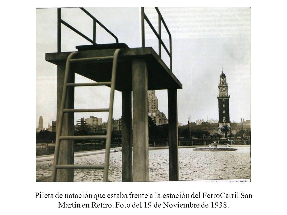 Pileta de natación que estaba frente a la estación del FerroCarril San Martín en Retiro.