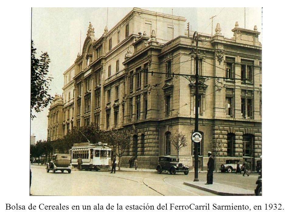 Bolsa de Cereales en un ala de la estación del FerroCarril Sarmiento, en 1932.