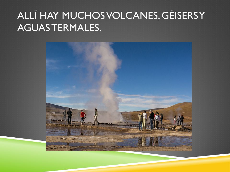 Allí hay muchos volcanes, géisers y aguas termales.