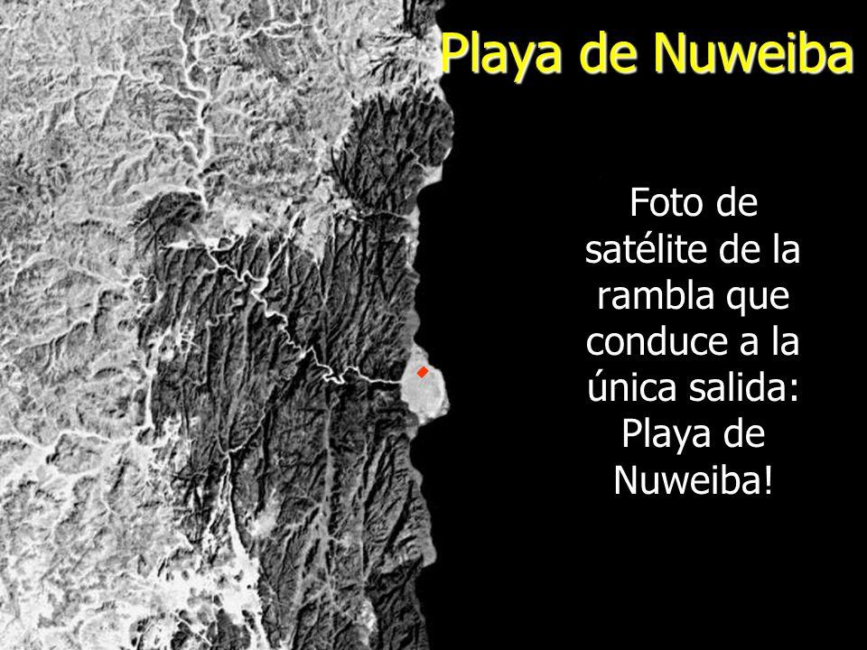 Playa de Nuweiba Foto de satélite de la rambla que conduce a la única salida: Playa de Nuweiba!