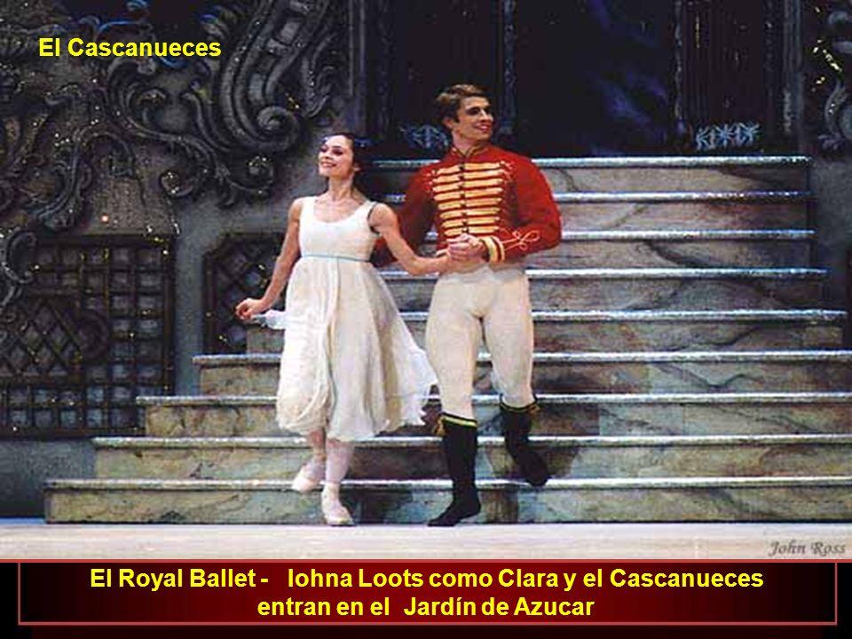 El Cascanueces El Royal Ballet - Iohna Loots como Clara y el Cascanueces entran en el Jardín de Azucar.