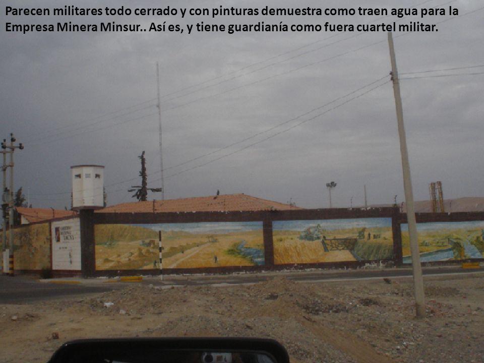Parecen militares todo cerrado y con pinturas demuestra como traen agua para la