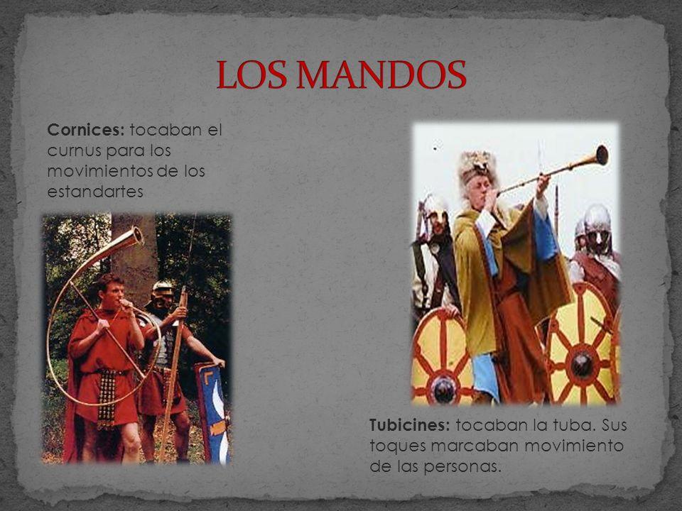 LOS MANDOS Cornices: tocaban el curnus para los movimientos de los estandartes.