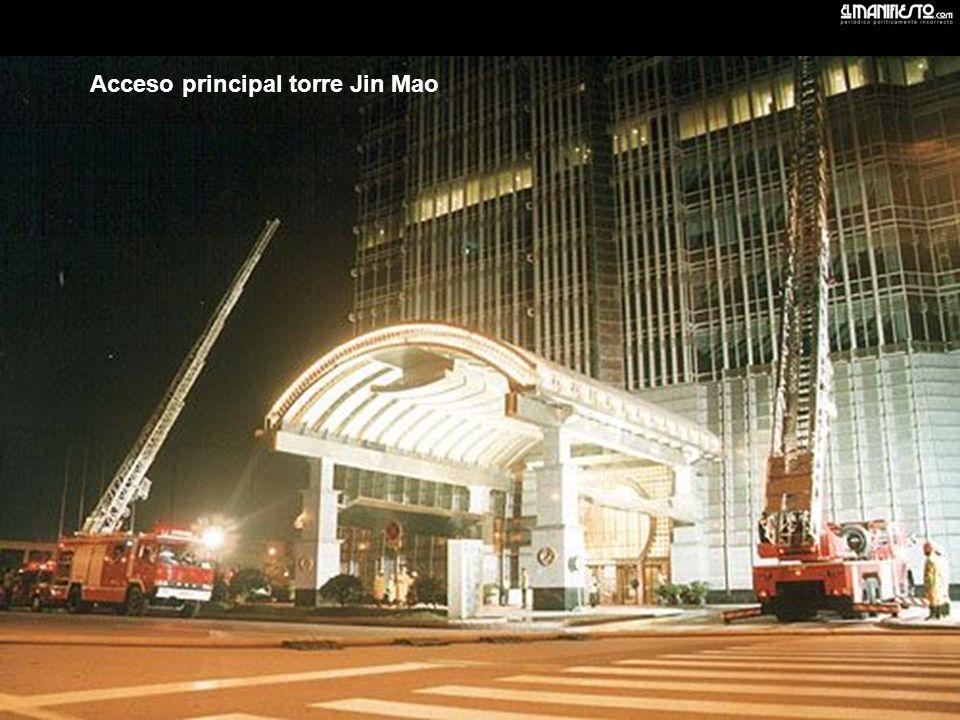 Acceso principal torre Jin Mao