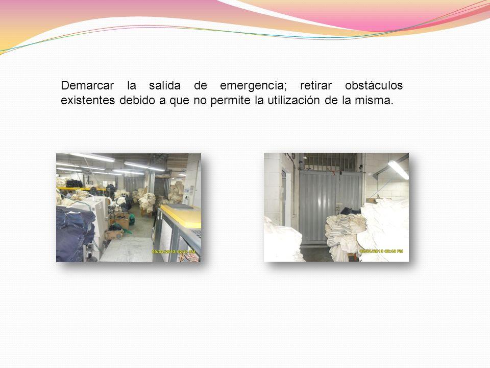 Demarcar la salida de emergencia; retirar obstáculos existentes debido a que no permite la utilización de la misma.