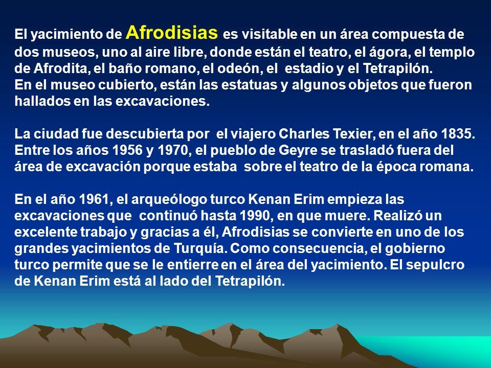 El yacimiento de Afrodisias es visitable en un área compuesta de dos museos, uno al aire libre, donde están el teatro, el ágora, el templo de Afrodita, el baño romano, el odeón, el estadio y el Tetrapilón.