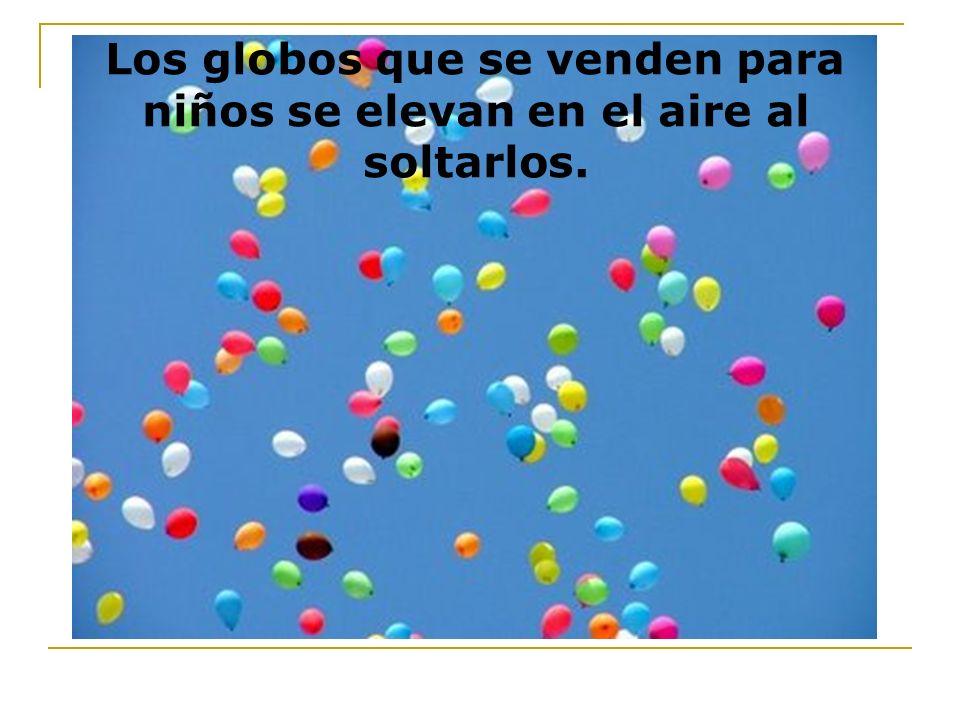 Los globos que se venden para niños se elevan en el aire al soltarlos.