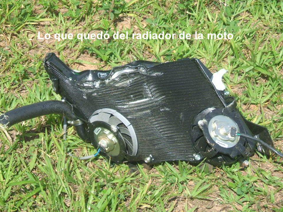 Lo que quedó del radiador de la moto