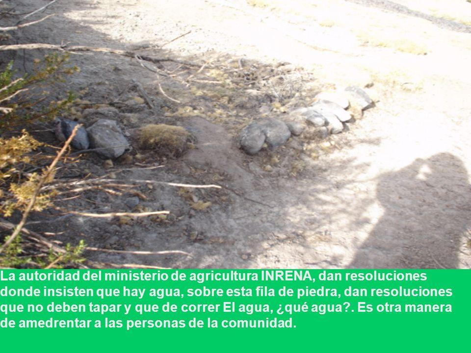 La autoridad del ministerio de agricultura INRENA, dan resoluciones donde insisten que hay agua, sobre esta fila de piedra, dan resoluciones que no deben tapar y que de correr El agua, ¿qué agua .