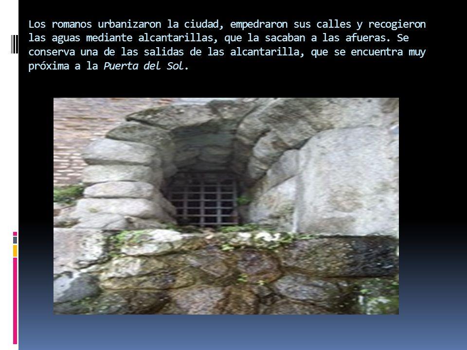 Los romanos urbanizaron la ciudad, empedraron sus calles y recogieron las aguas mediante alcantarillas, que la sacaban a las afueras.
