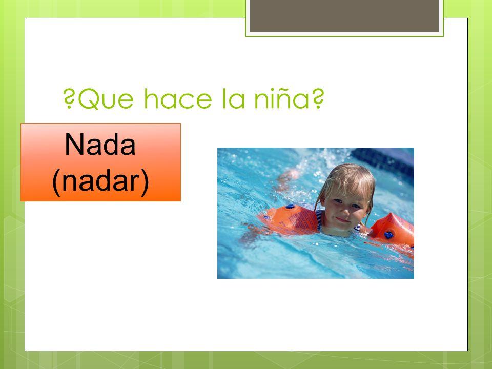 Que hace la niña Nada (nadar)