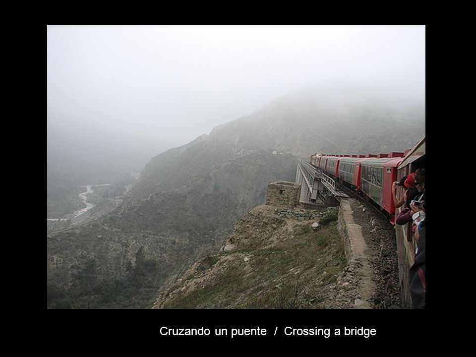 Cruzando un puente / Crossing a bridge