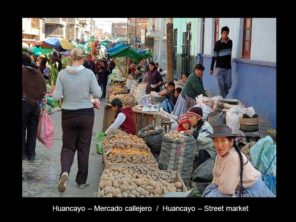Huancayo – Mercado callejero / Huancayo – Street market