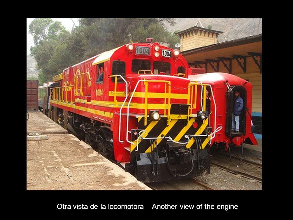 Otra vista de la locomotora Another view of the engine