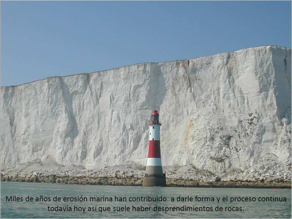 Miles de años de erosión marina han contribuido a darle forma y el proceso continua todavía hoy así que suele haber desprendimientos de rocas.
