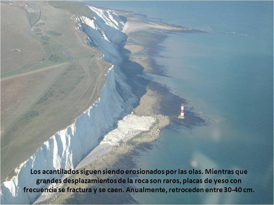 Los acantilados siguen siendo erosionados por las olas