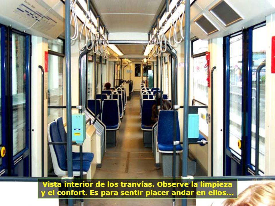 Vista interior de los tranvías. Observe la limpieza
