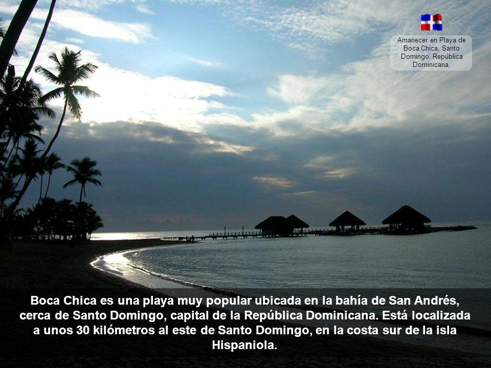 Amanecer en Playa de Boca Chica, Santo Domingo, República Dominicana.
