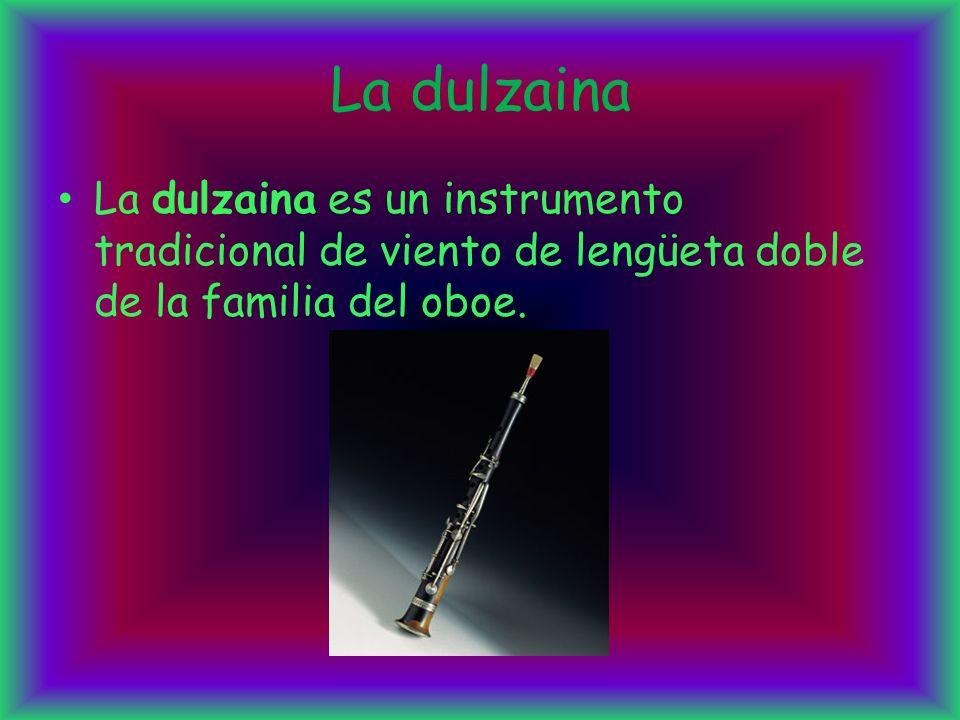 La dulzaina La dulzaina es un instrumento tradicional de viento de lengüeta doble de la familia del oboe.