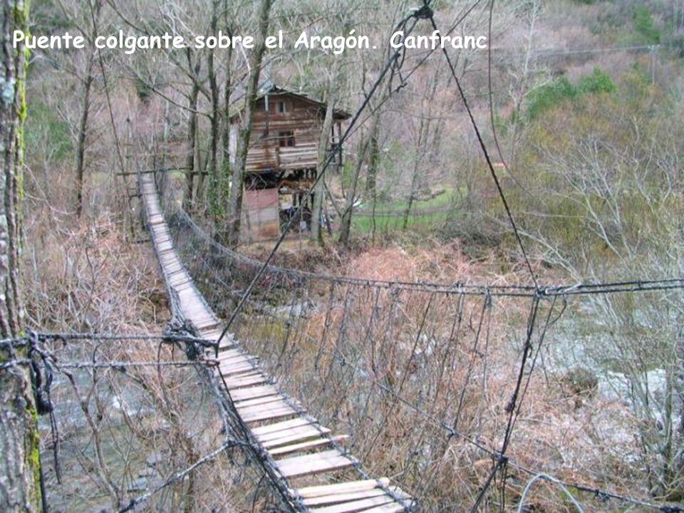 Puente colgante sobre el Aragón. Canfranc