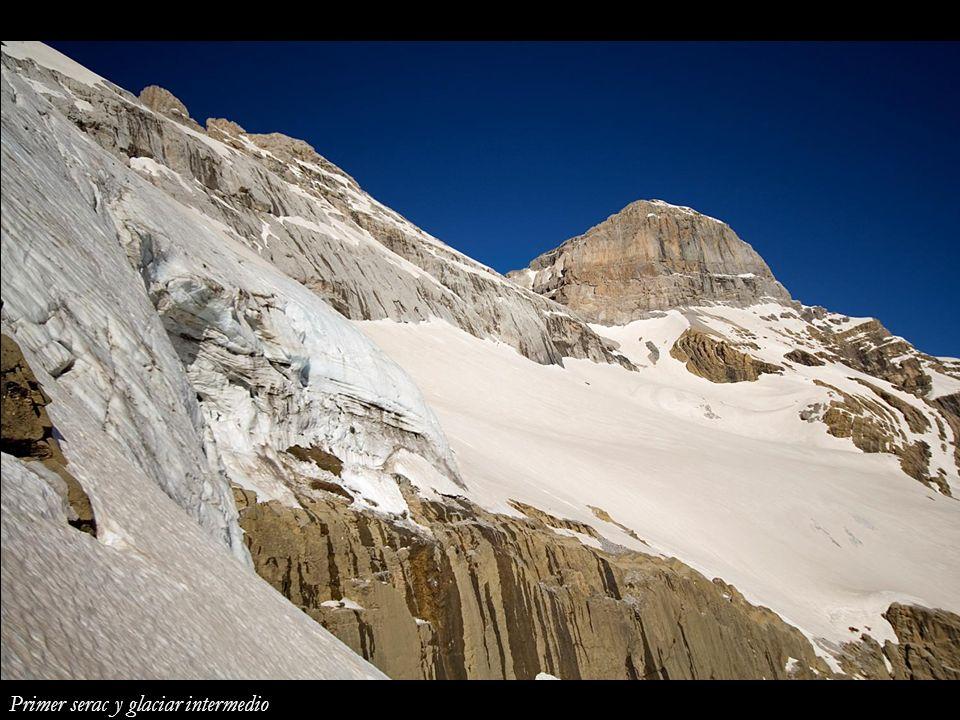 Primer serac y glaciar intermedio