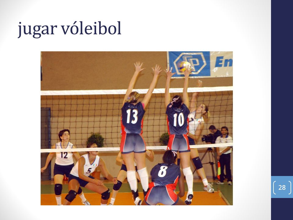 jugar vóleibol