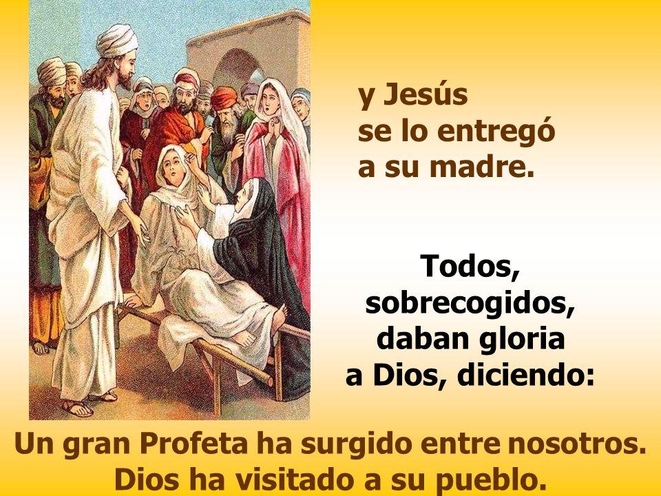 Todos, sobrecogidos, daban gloria a Dios, diciendo:
