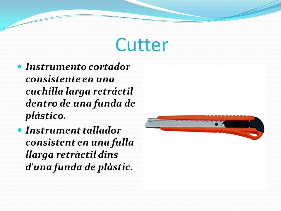 Cutter Instrumento cortador consistente en una cuchilla larga retráctil dentro de una funda de plástico.