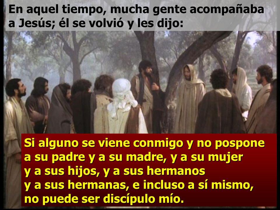 En aquel tiempo, mucha gente acompañaba a Jesús; él se volvió y les dijo: