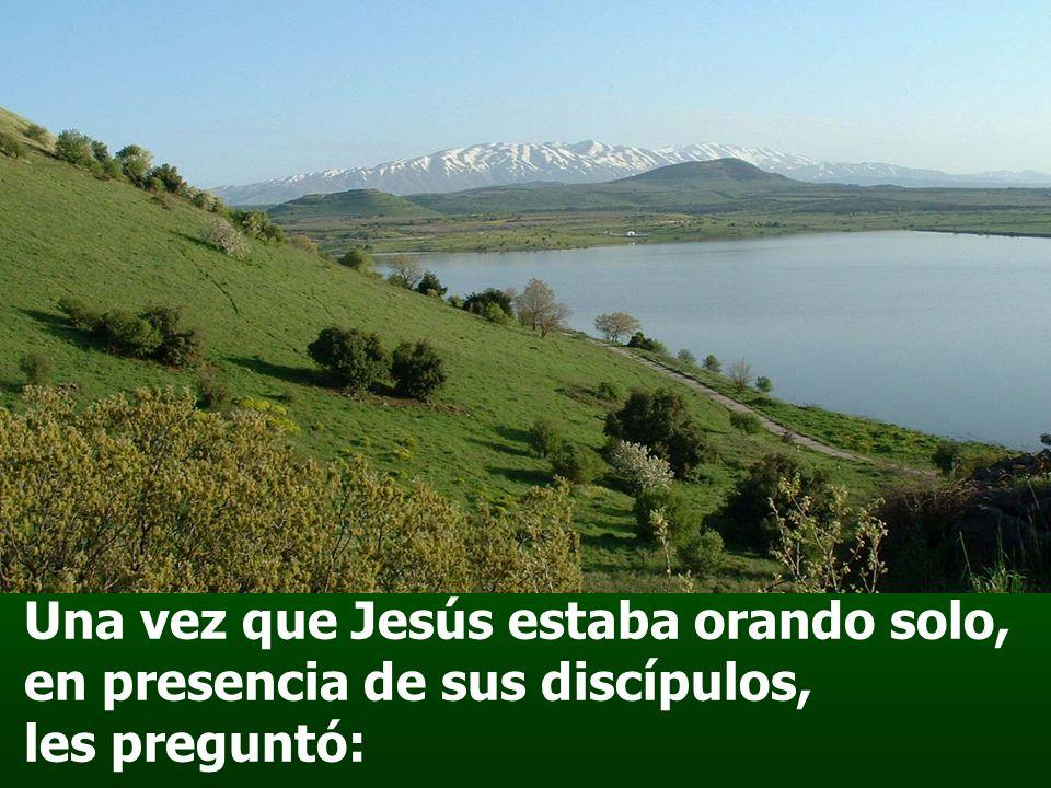 Una vez que Jesús estaba orando solo, en presencia de sus discípulos, les preguntó: