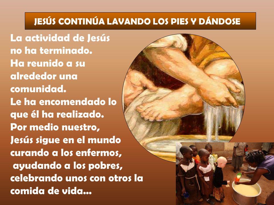 JESÚS CONTINÚA LAVANDO LOS PIES Y DÁNDOSE