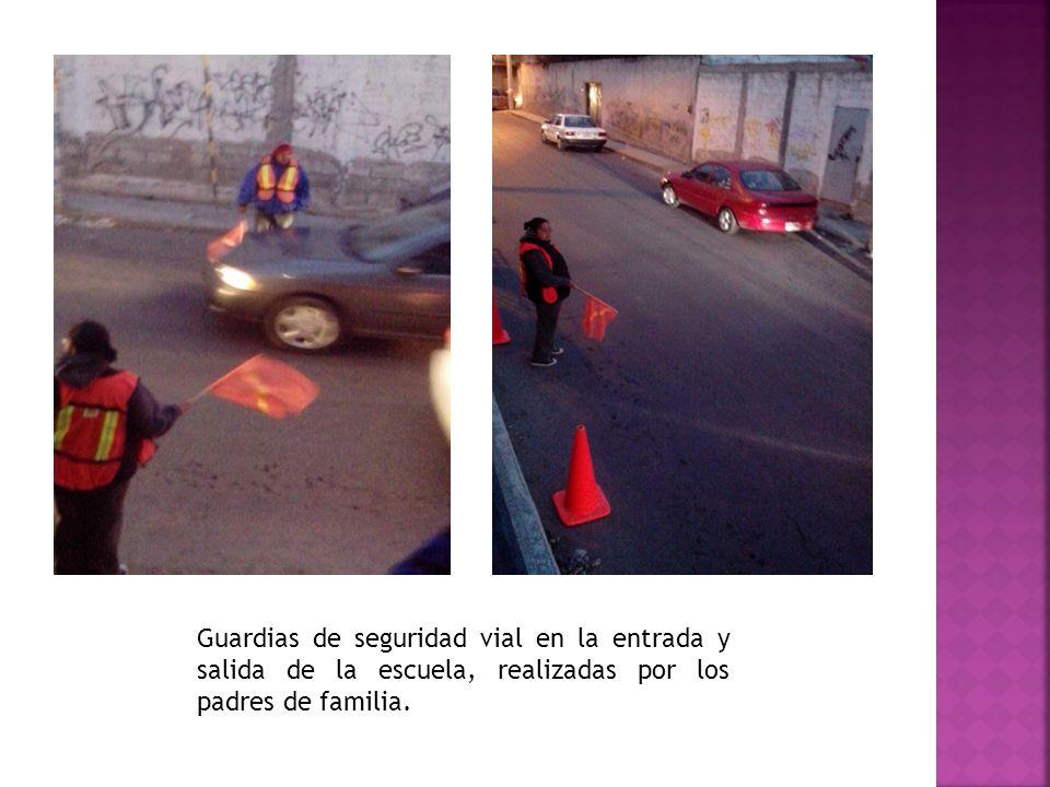Guardias de seguridad vial en la entrada y salida de la escuela, realizadas por los padres de familia.