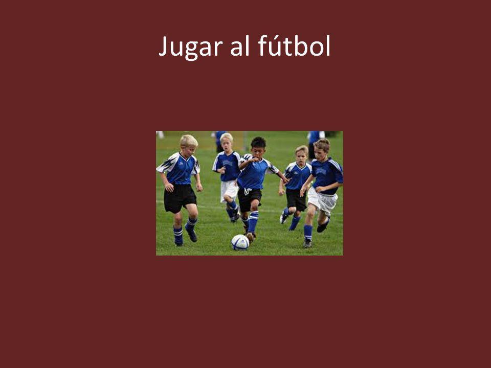 Jugar al fútbol