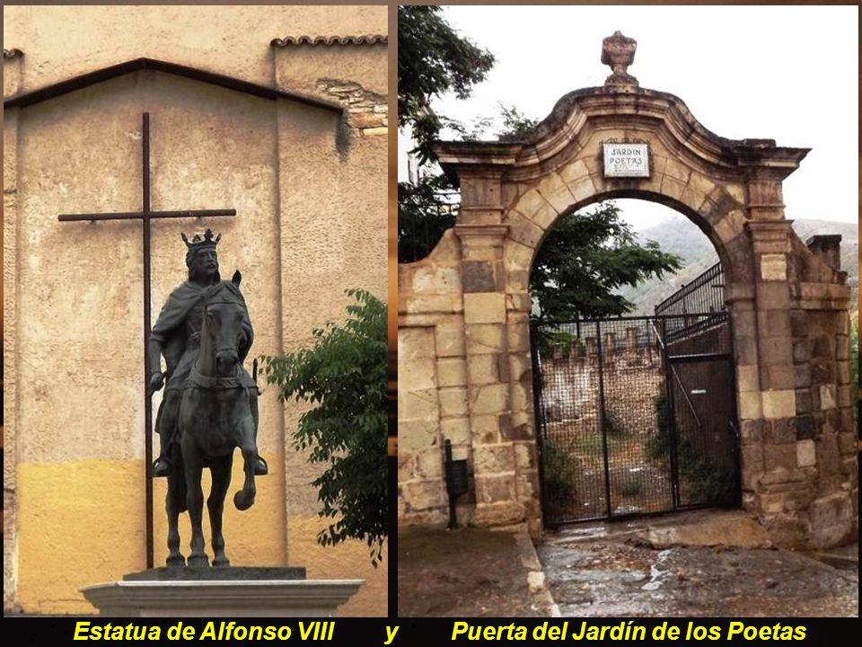 Estatua de Alfonso VIII y Puerta del Jardín de los Poetas
