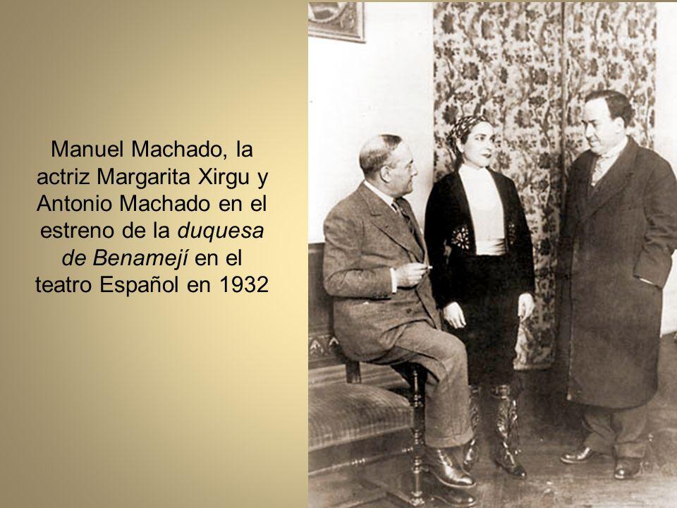 Manuel Machado, la actriz Margarita Xirgu y Antonio Machado en el estreno de la duquesa de Benamejí en el teatro Español en 1932