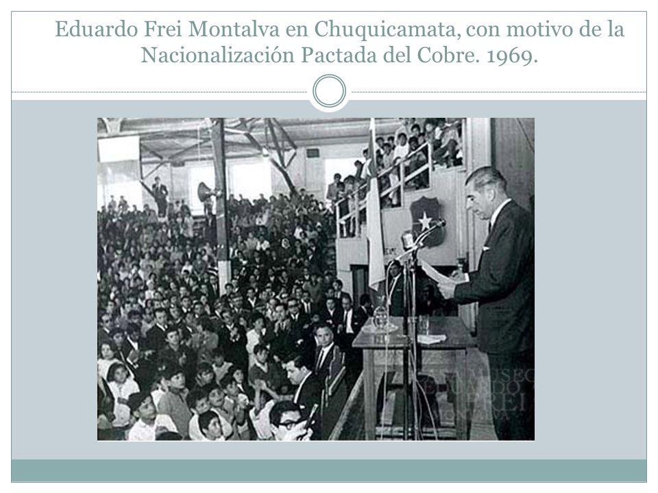 Eduardo Frei Montalva en Chuquicamata, con motivo de la Nacionalización Pactada del Cobre. 1969.