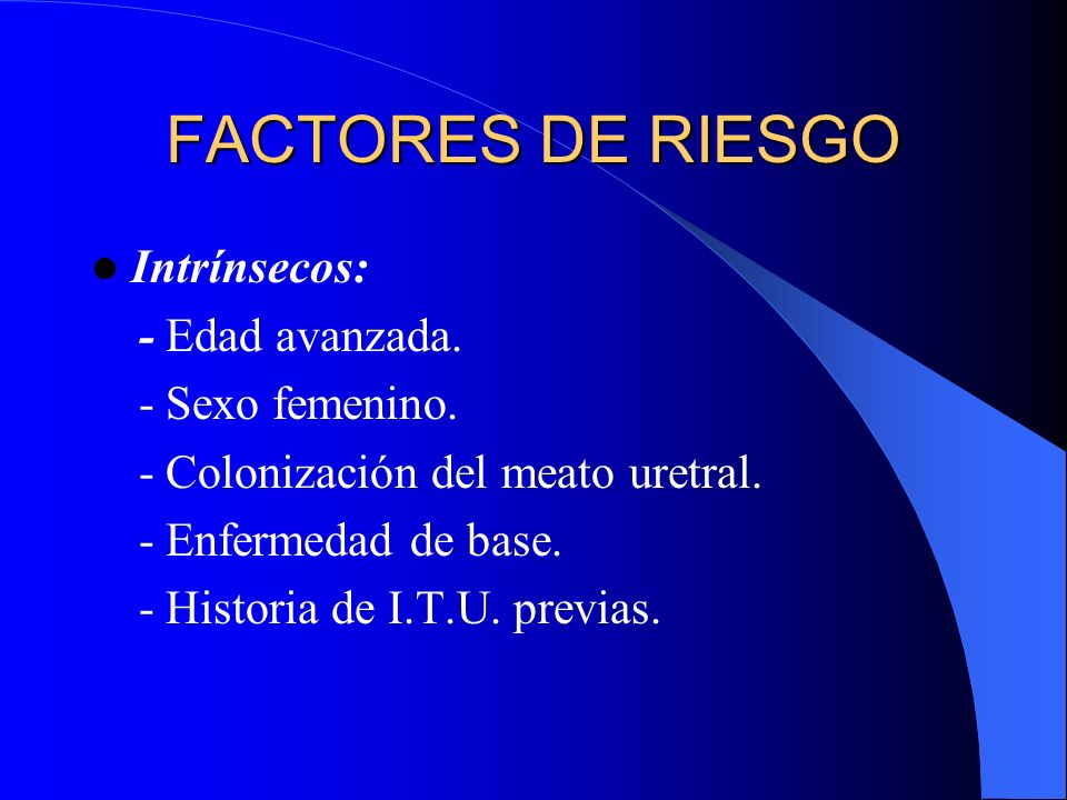 FACTORES DE RIESGO Intrínsecos: - Edad avanzada. - Sexo femenino.