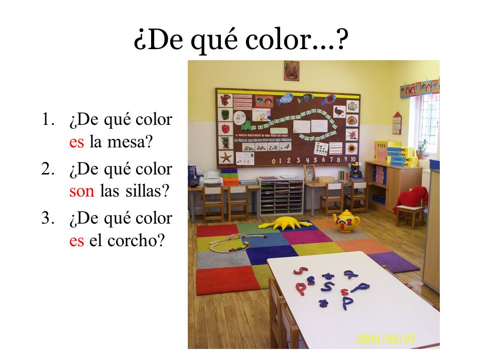 ¿De qué color... ¿De qué color es la mesa