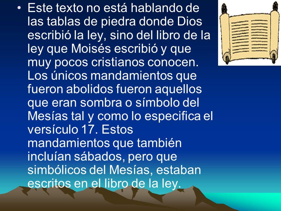 Este texto no está hablando de las tablas de piedra donde Dios escribió la ley, sino del libro de la ley que Moisés escribió y que muy pocos cristianos conocen.