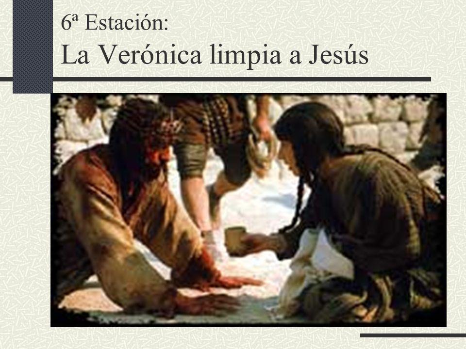 6ª Estación: La Verónica limpia a Jesús