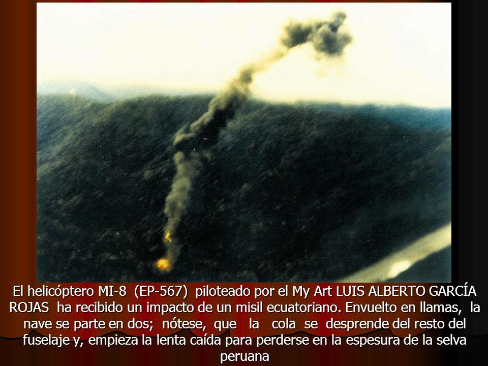 El helicóptero MI-8 (EP-567) piloteado por el My Art LUIS ALBERTO GARCÍA ROJAS ha recibido un impacto de un misil ecuatoriano.
