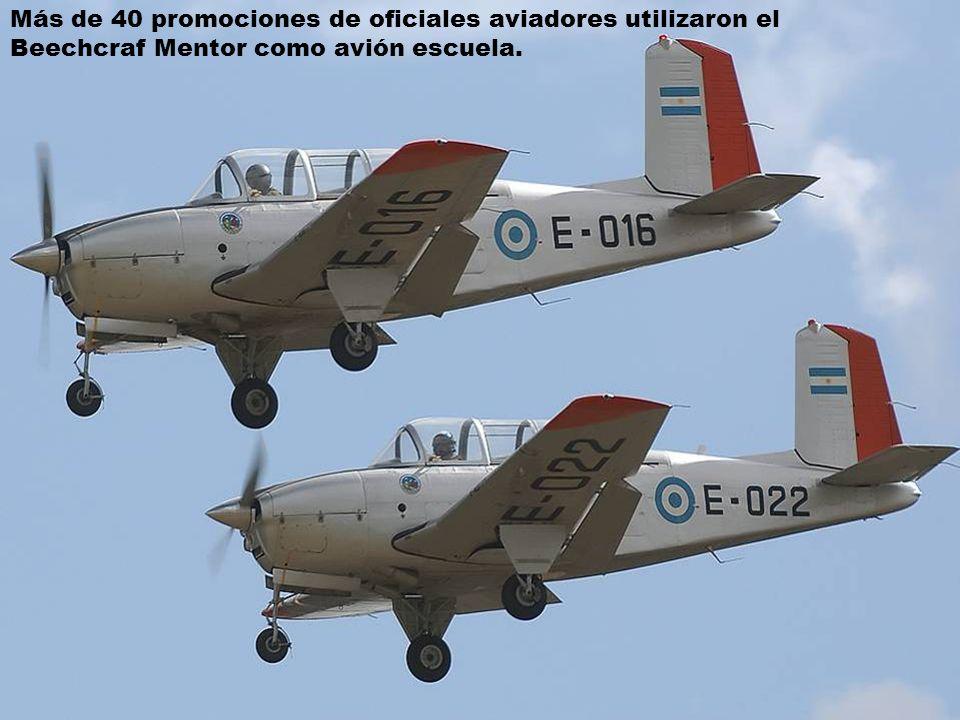 Más de 40 promociones de oficiales aviadores utilizaron el Beechcraf Mentor como avión escuela.