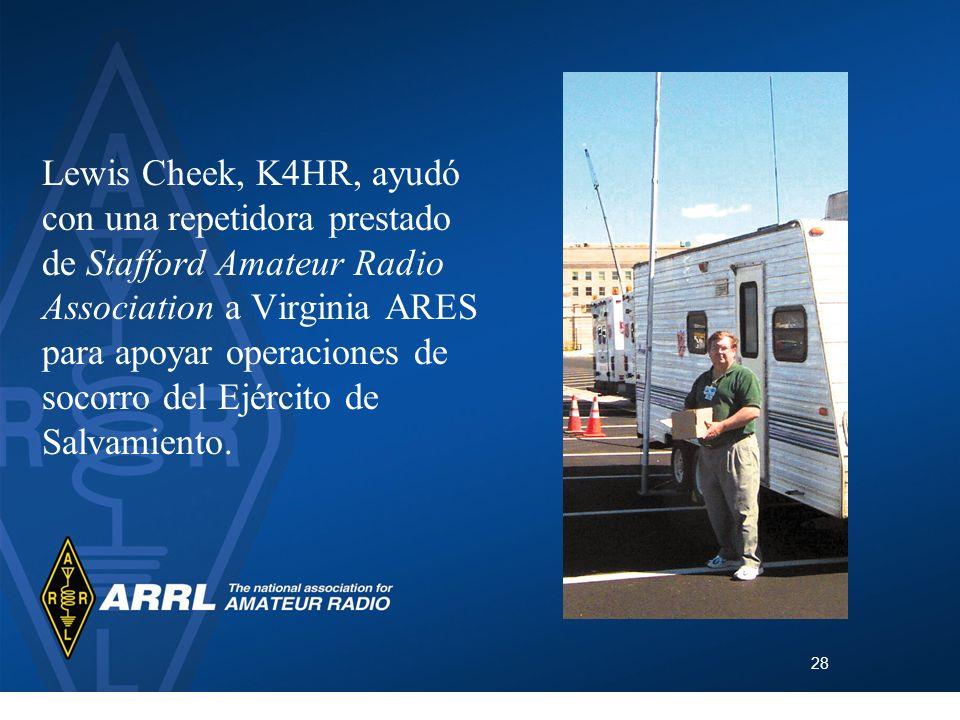 Lewis Cheek, K4HR, ayudó con una repetidora prestado de Stafford Amateur Radio Association a Virginia ARES para apoyar operaciones de socorro del Ejército de Salvamiento.