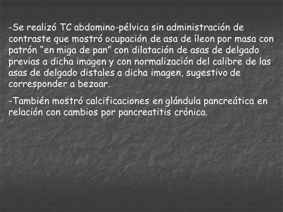 Se realizó TC abdomino-pélvica sin administración de contraste que mostró ocupación de asa de íleon por masa con patrón en miga de pan con dilatación de asas de delgado previas a dicha imagen y con normalización del calibre de las asas de delgado distales a dicha imagen, sugestivo de corresponder a bezoar.