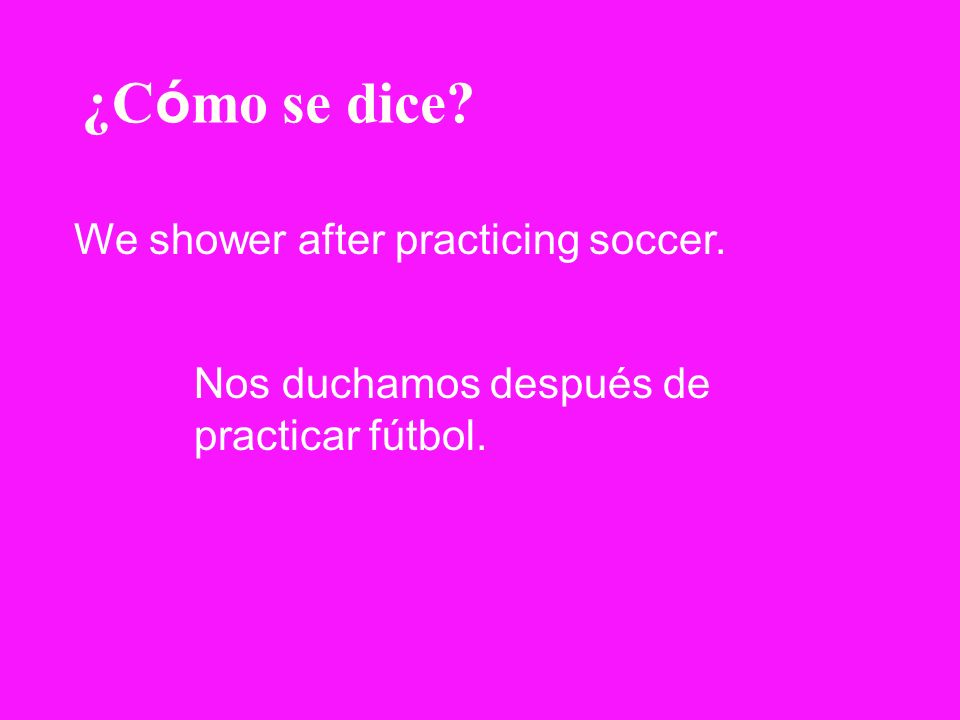 ¿Cómo se dice We shower after practicing soccer.