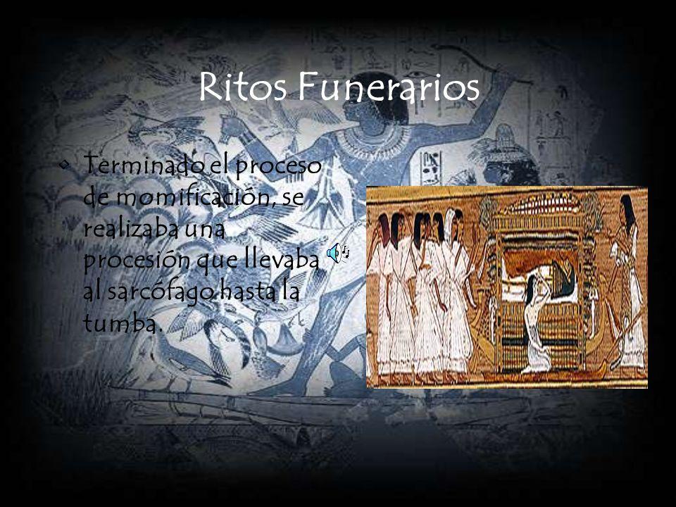 Ritos Funerarios Terminado el proceso de momificación, se realizaba una procesión que llevaba al sarcófago hasta la tumba.