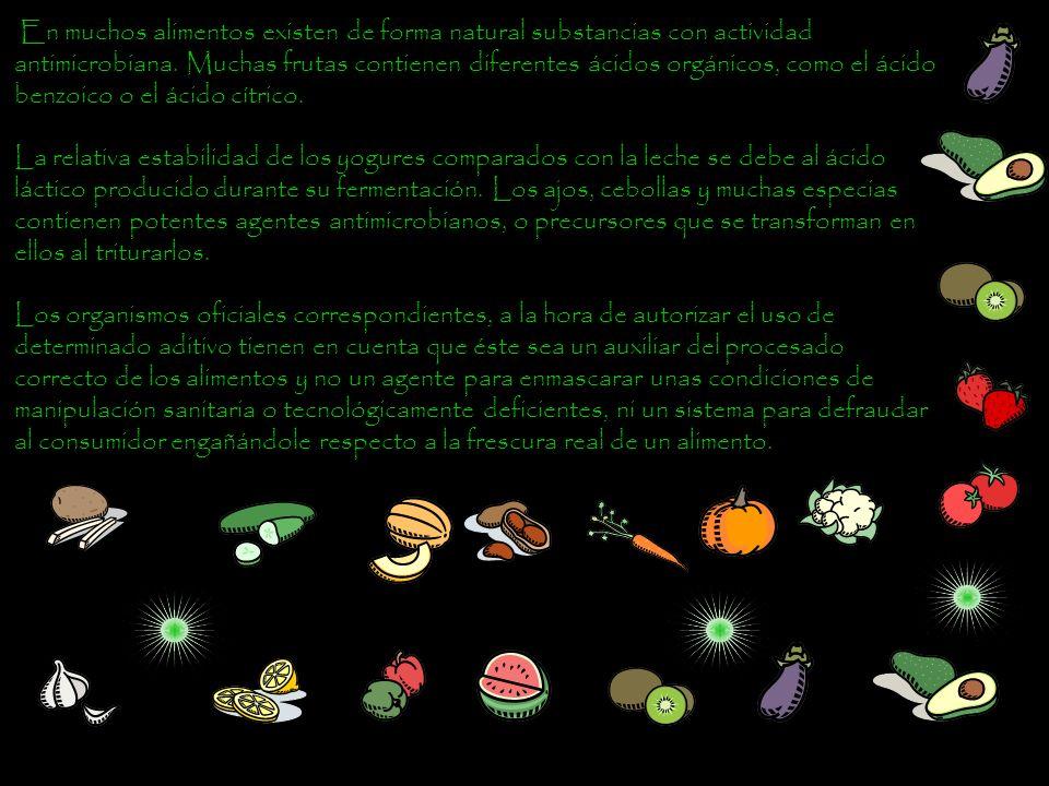 En muchos alimentos existen de forma natural substancias con actividad antimicrobiana. Muchas frutas contienen diferentes ácidos orgánicos, como el ácido benzoico o el ácido cítrico.