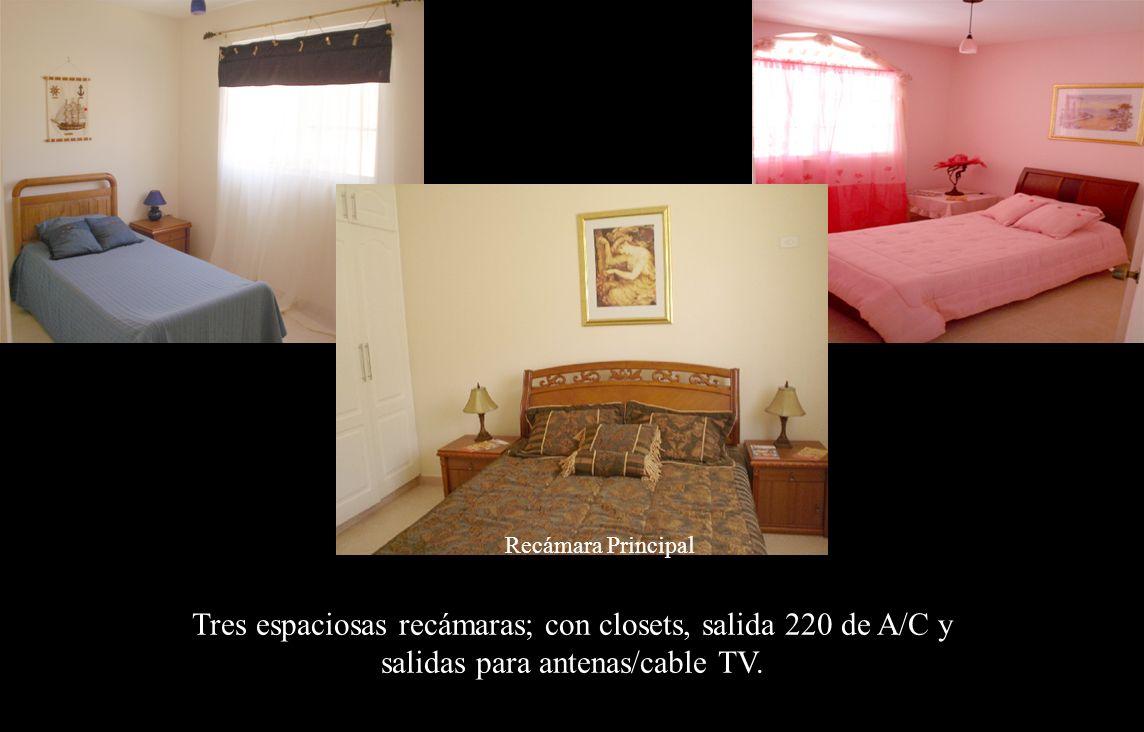 Recámaras Tres espaciosas recámaras; con closets, salida 220 de A/C y