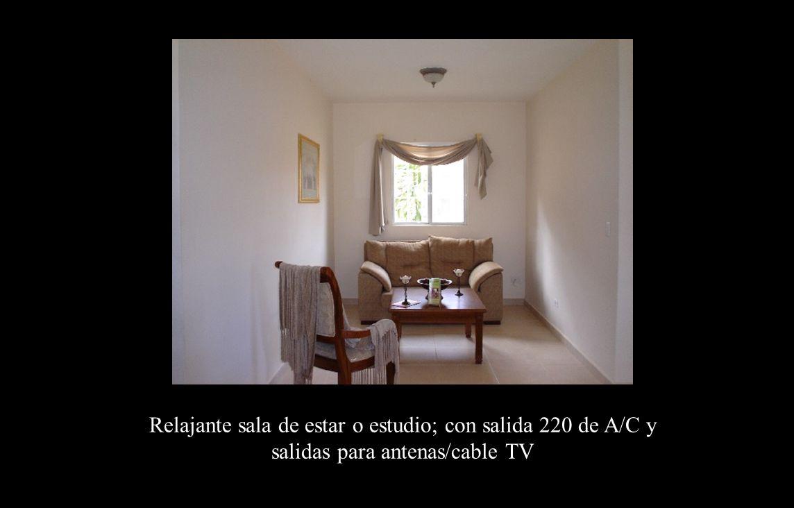 Estudio Relajante sala de estar o estudio; con salida 220 de A/C y