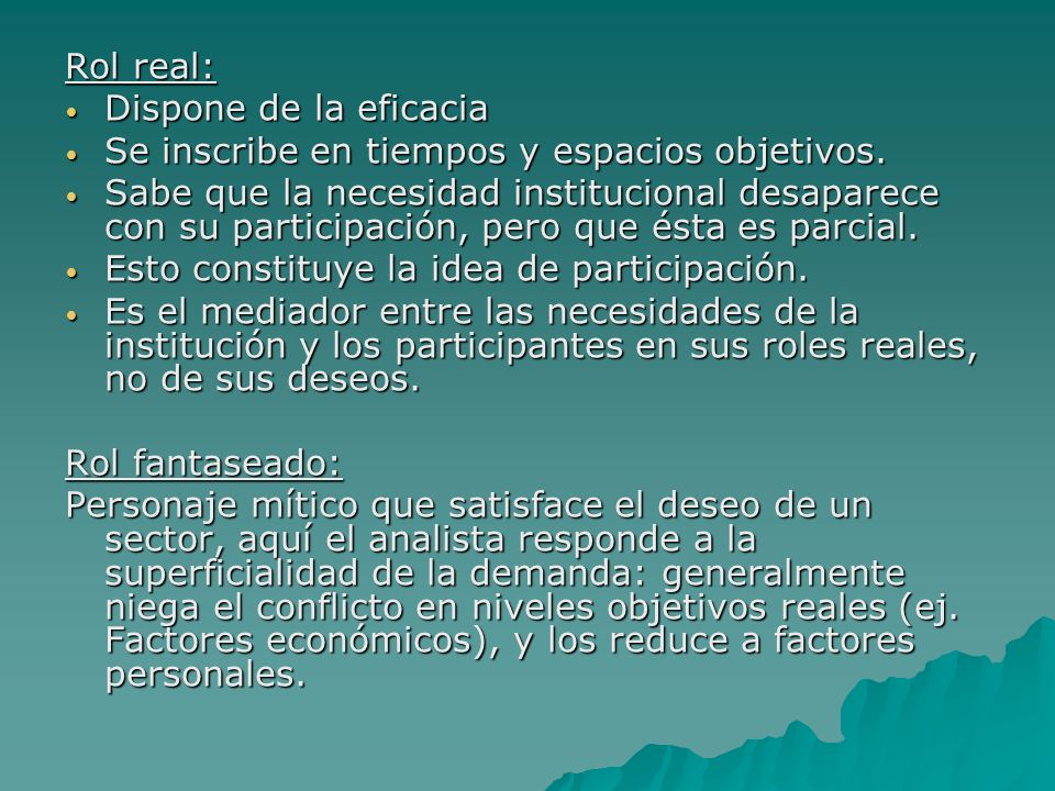 Rol real: Dispone de la eficacia. Se inscribe en tiempos y espacios objetivos.